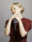Kitty 1940s dress and vintage mic